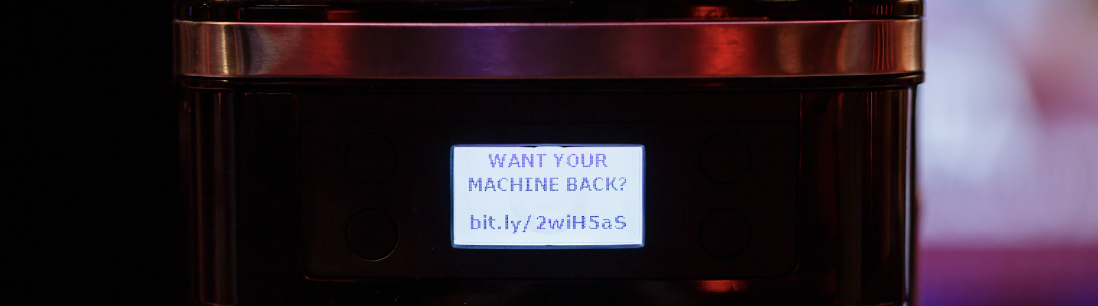 Martin Hron logró simular el secuestro digital de la cafetera Smarter. Foto: Decoded
